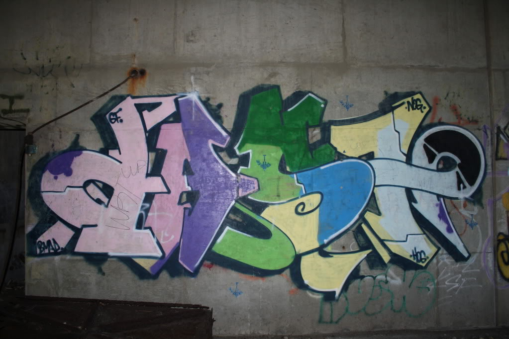 GRAFFITI:  DAST GF NOG HOG