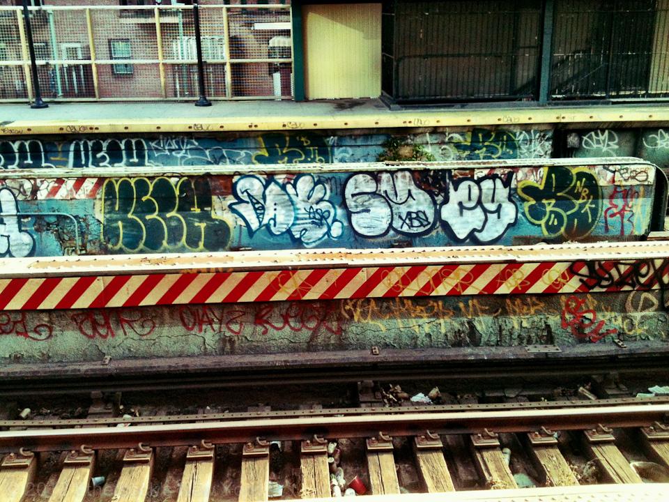 GRAFFITI:  KECH · REMO NBK BTB